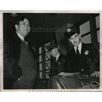 1941 Press Photo New York, NY Wendell Willkie Customs nspection LaGuardia