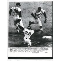 1962 Press Photo Albie Pearson Angels Out At 1st By Vic Power Twins MLB Game