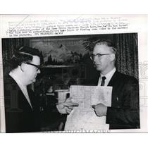 1960 Press Photo Aubrey Heflin Rev Ralph Johnson poen Bible Standard Church