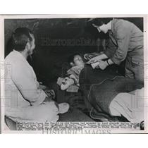 1951 Press Photo Yuong Hun ure Korean Wounded by hand grenade treated by Capt. T