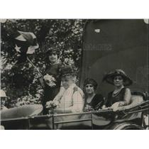 1921 Press Photo Madam Silva with the Cuban colors, madam Gimenex, and Madam