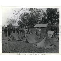 1941 Press Photo Kids impressed by pup tents in 29th division in Morven, North C