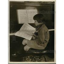 1926 Press Photo Morton Phil Jacobs, age 7 at piano in NYC