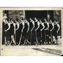 1926 Press Photo Girls' varsity hockey team of Bryn Mawr holds first practice