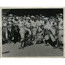 1934 Press Photo Phillys coach Hans Lobert, Geo Magerkruth & players - nes15963
