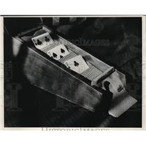 1932 Press Photo Dealing Rox Gambling
