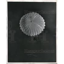 1957 Press Photo A parachute jumper at Livermore Airfield in Intl contest
