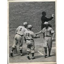 1944 Press Photo Browns Geo McQuinn, V Stephens, Kreevich vs Yankees - nes16962
