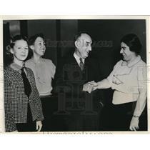 1937 Press Photo Reds mgr Roderick Wallace, Marian Smith, C Cartwright
