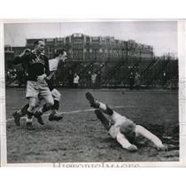 1947 Press Photo Chicago goalie Geo Foxcroft, Ed Camplin, John Matthews
