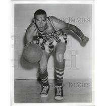 1950 Press Photo Bill Garrett Harlem Globetrotter foward - nes17700