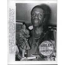 1967 Press Photo La Crosse Wis Harlem Globetrotter Meadowlark Lemon - nes19399
