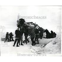 1968 Press Photo Members of a Salvage team preparing the Antique Craft