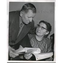 1954 Press Photo Mr & Mrs John Nagy reads letter on new airfield in Austria