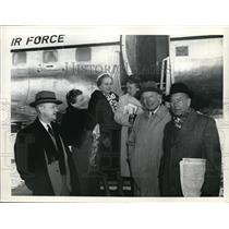 1958 Press Photo Viewing Air Force Plane