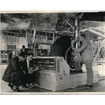 1938 Press Photo Men from the Dept. of Commerce putting final check on a plane