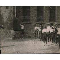 1920 Press Photo Mexican children  playing a game in the street