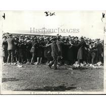 1928 Press Photo Mitchell Field NY Police & crowds to greet aviator