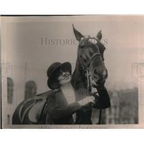 1920 Press Photo Mrs. Thomas F. Logan and horse - nex11313