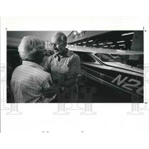 1990 Press Photo Jim Dunlap holds his wife t before boarding his plane