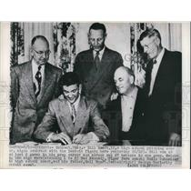 1950 Media Photo Bill Hoef H.S. Pitcher signs contract with Detroit Tigers