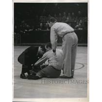 1937 Press Photo Pat Kennedy Referee Game Temple New York Giants Madison Square
