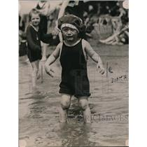 1920 Press Photo Little Boy Swimming for the First Time