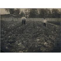 1919 Press Photo Valley gardens at Providence RI father & son in their garden
