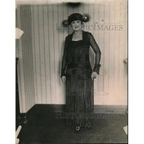 1919 Press Photo Dark blue jersette material  street frock & overcoat