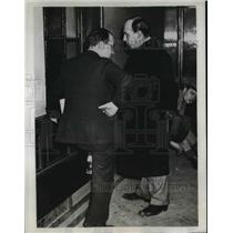 1934 Press Photo V Aubry waiting in hallway at Palais of Justice in Paris under