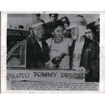 1954 Press Photo Tommy Drisdale with his wife and co-pilot Walter Krause