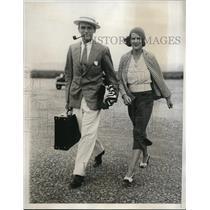 1933 Press Photo Mr. J.C. O'Donnell & Mrs. Monlie Glaze at summer beach