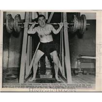 1952 Press Photo Harmon W Nichols demonstrates how not to use barbells