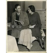 """1934 Vintage Photo Jay Hanna """"Dizzy"""" Dean and His Wife Sitting on Bed"""