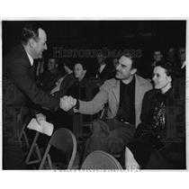 1948 Press Photo Kenneth Vernon congratulates Herman Rauchfuss