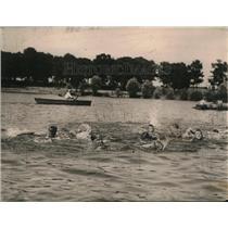 1921 Press Photo Sec of Labor James J Davis  & biys swim at Moose home in Ill