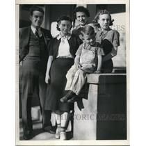 1909 Press Photo Mr & Mrs Almo Simmons with kids Gloriam Marilyn, Junior