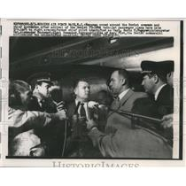 1957 Press Photo Newman surrounded the Soviet Crewman of TU-104a Twin Jet Plane
