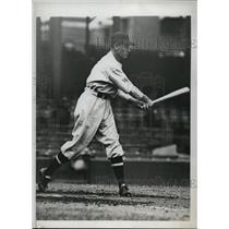 1933 Press Photo Ossie Bluege 3rd baseman of Senators at bat - nes22790