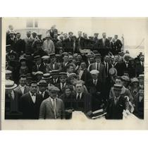 1924 Press Photo Crowds at Yale vs. Pennsylvania Boat Race, Housatonic River