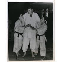 1955 Press Photo Toyko Japan Clarence Fliney Jr,& instructors at Judo Institute