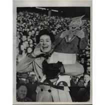 1949 Press Photo Maureen Goodall and her sailor mascot cheering at football