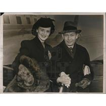 1940 Press Photo  Actress Dorris Bowden &  author Nunnally Johnson after wedding