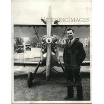 1931 Press Photo Man and his flivver plane