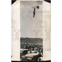 1931 Press Photo Falling balloon at Royal Air Force aerial pageant