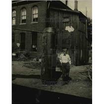 1920 Press Photo BobbyLeache & a huge barrell