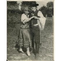1927 Press Photo Helen Knapp & Joseph Demetrky Hungarian Gypsy costume