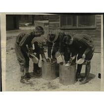 1923 Press Photo Youngsters cleaning their mess kits at Camp Heado, Maryland.
