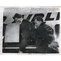 1960 Press Photo Olathe Kansas Hostess Sharon Lorentsen is helped from the TWA