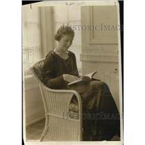 1919 Press Photo Augueta Glass